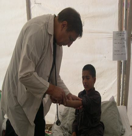 Dr. Tareen examining earthquake survivor.